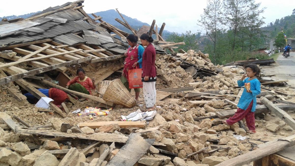 Trzęsienie ziemi pozbawiło dachu nad głową setki tysięcy Nepalczyków