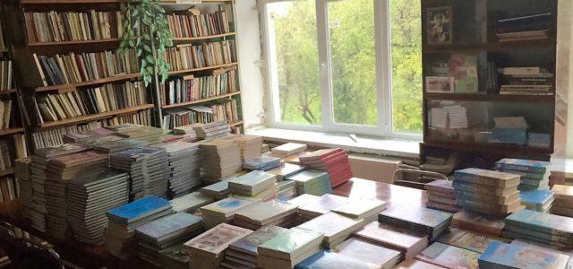 Studenok - biblioteka szkolna z nowymi oknami. Fot. Archiwum PCPM