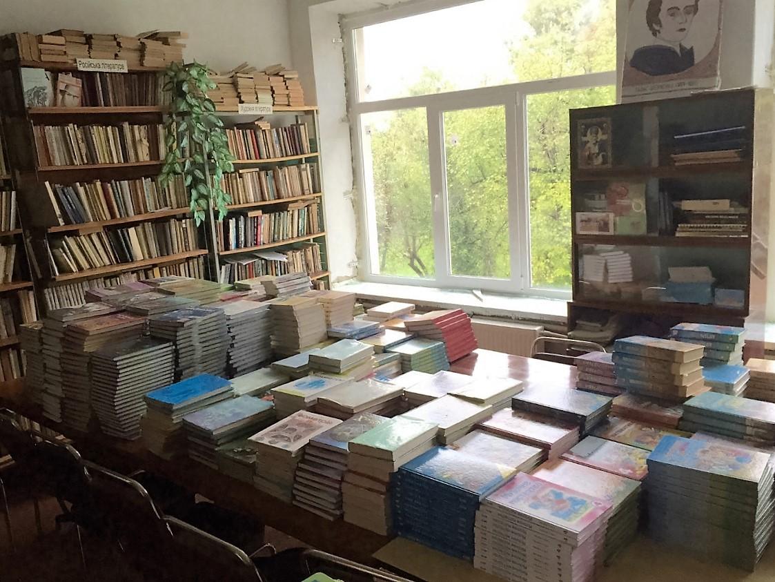 Studenok - biblioteka szkolna z nowymi oknami