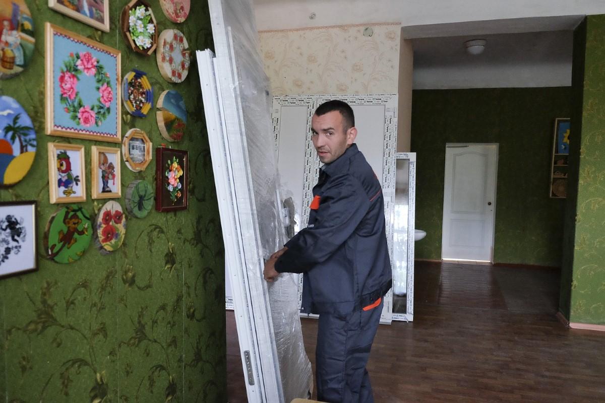 prace-remontowe-w-osrodku-kolonijnym-romaszka-fot-pawel-krawczyk